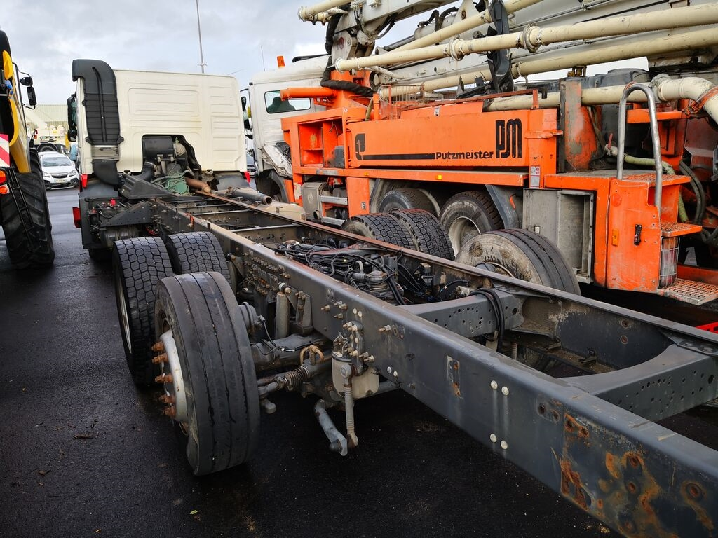 Damaged VOLVO FM 370 *ACCIDENTE*DAMAGED*UNFALL* chassis truck